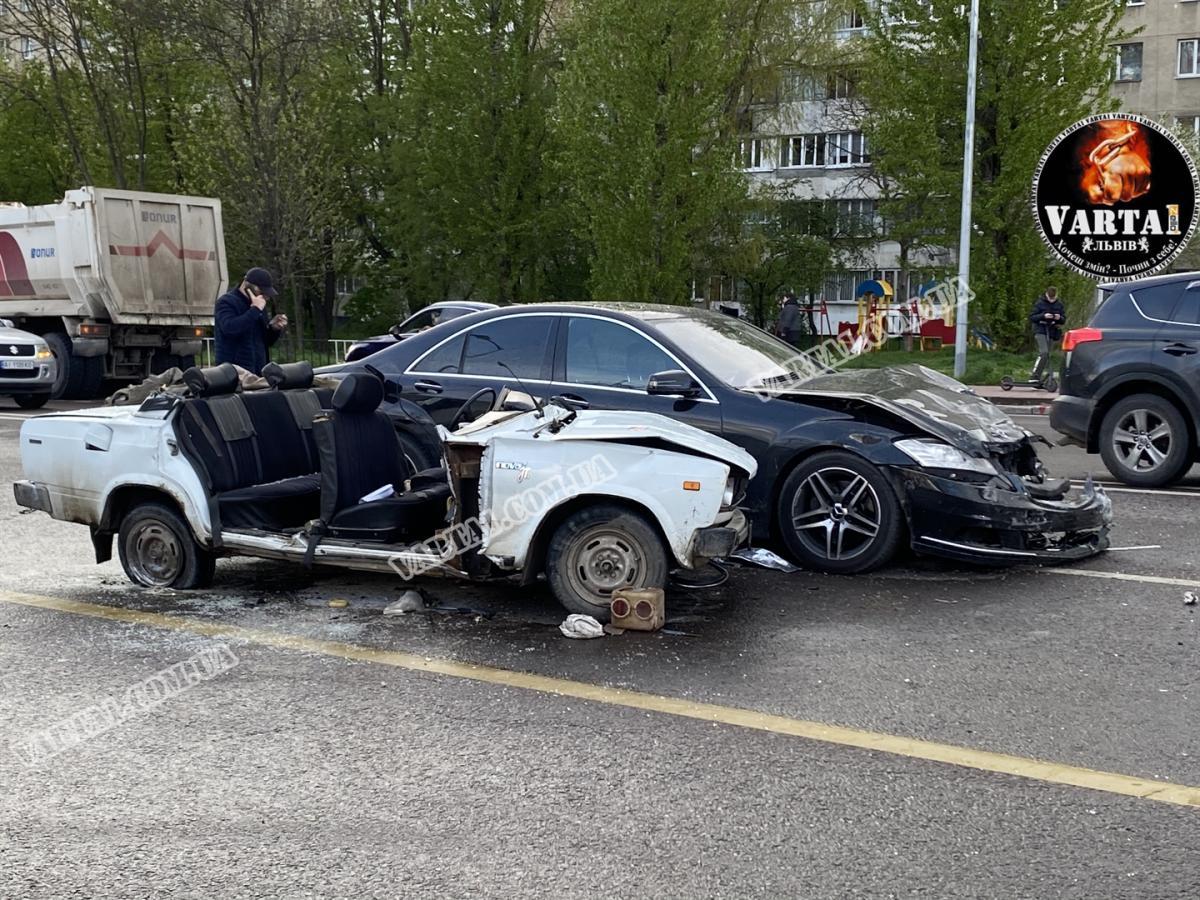 Постраждалі машини внаслідок аварії у Львові