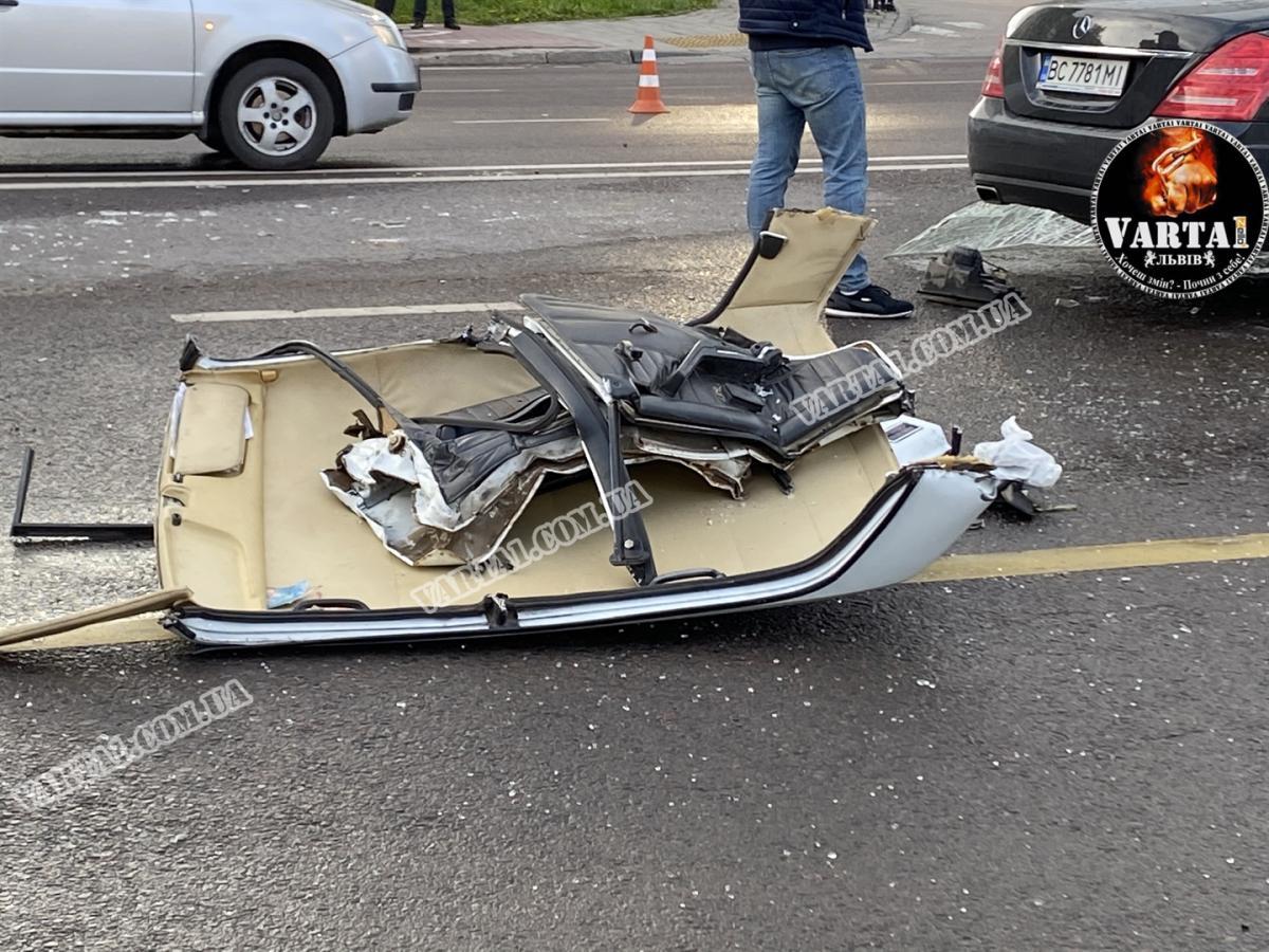 Смертельна аварія у Львові: авто вилетіло на зустрічну смугу та залишилося без даху