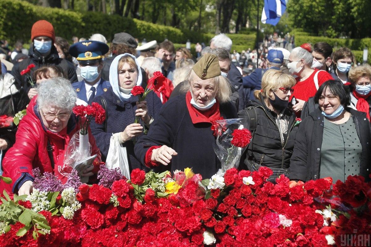 Большая часть сообщений в полицию касалась использования коммунистической символики /фото УНИАН