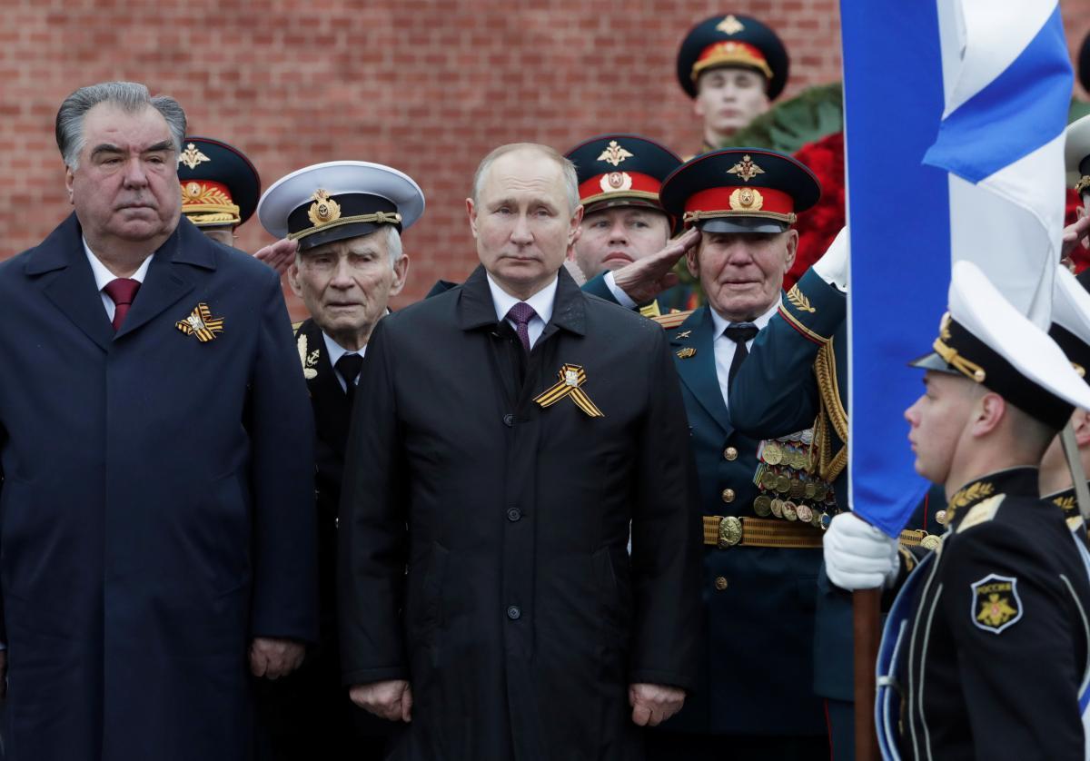 Rahmon (left) and Putin (right) / REUTERS