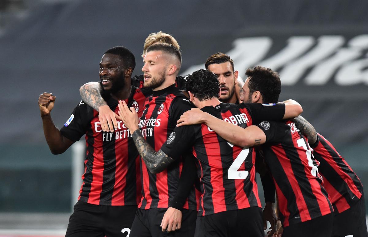 Милан продолжает бороться за попадание в Лигу чемпионов / фото REUTERS