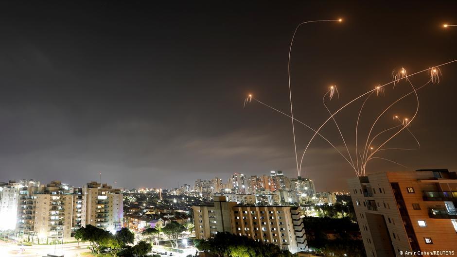Повідомляється, що вбік країни було запущено щонайменше сім ракет / фото REUTERS