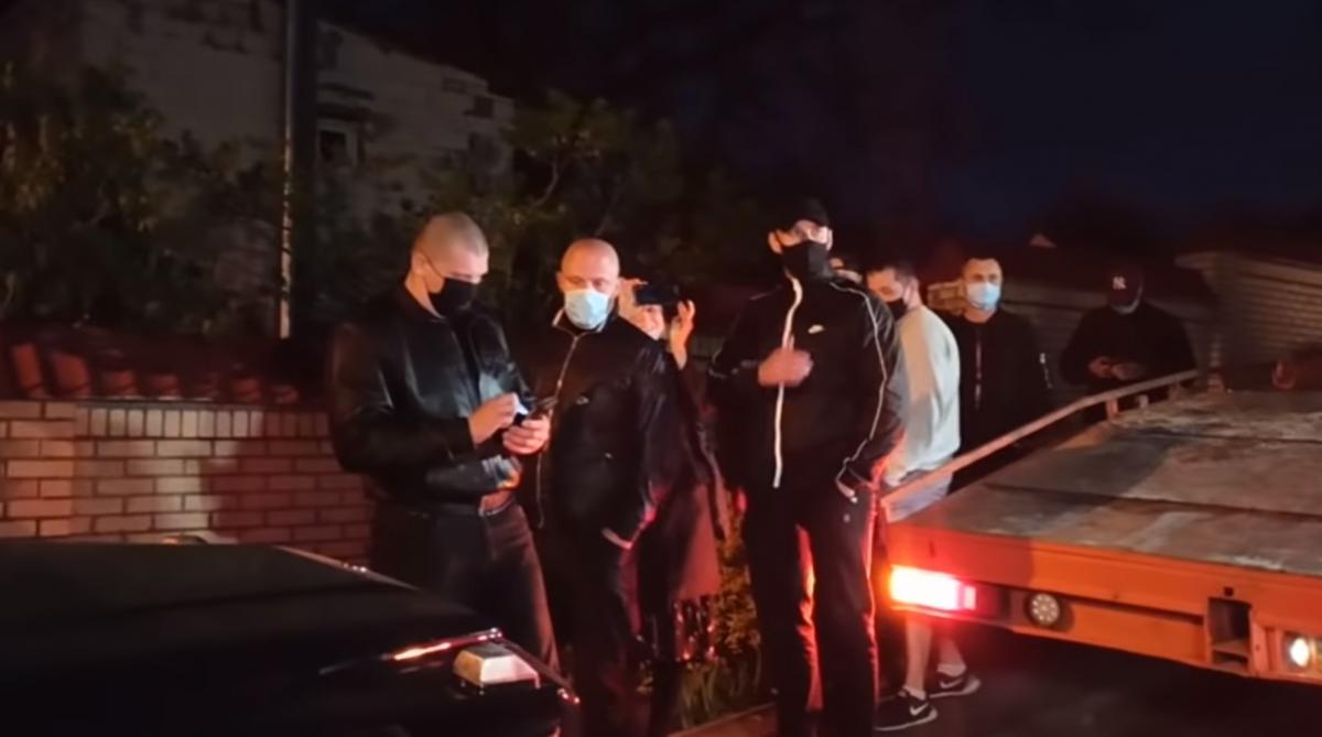 Мужчины представились соседями Виктора Медведчука/ скриншот из видео