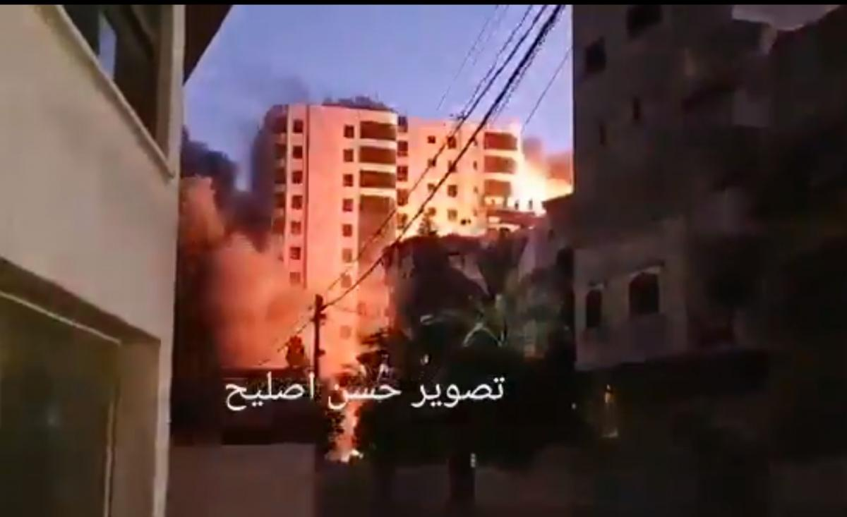 На данный момент неизвестно, есть ли пострадавшие в результате ликвидации здания/ скриншот из видео