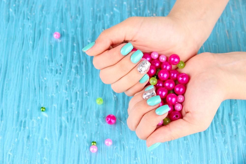 Модный летний маникюр 2021 / фото ua.depositphotos.com