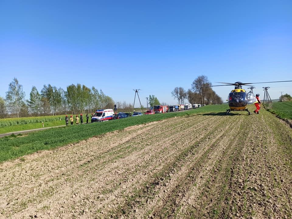 На месте ДТП работали спасатели, а также вертолет скорой помощи / фото facebook.com/kppspkrasnik