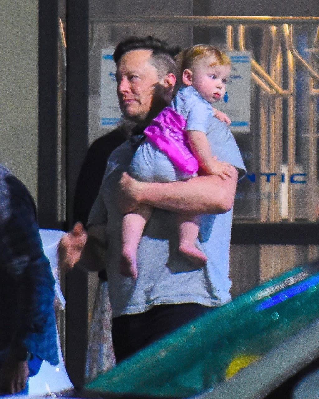 Илон Маск с сыном / instagram.com/elonmusk