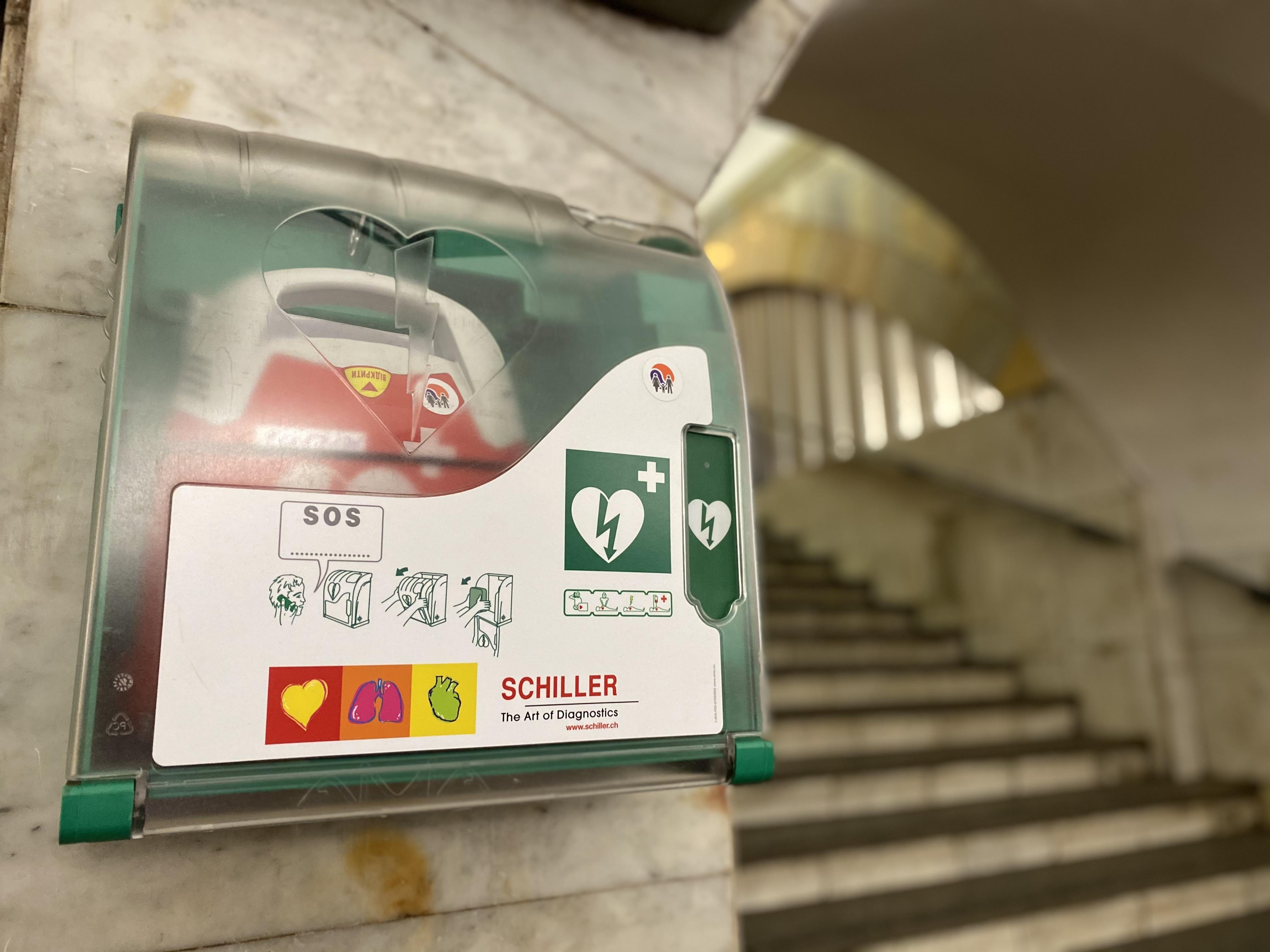 Дефібрилятор у київському метро