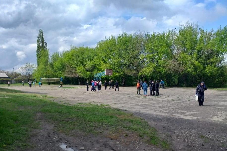На территории школы произошла резня / фото: Нацполиция