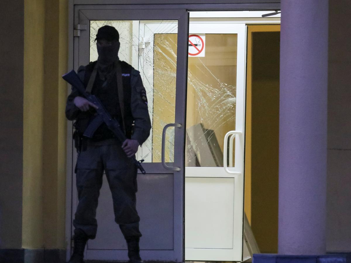 Вранці 11 травня в Казані в школі № 175 сталися стрілянина і вибух / Фото: REUTERS