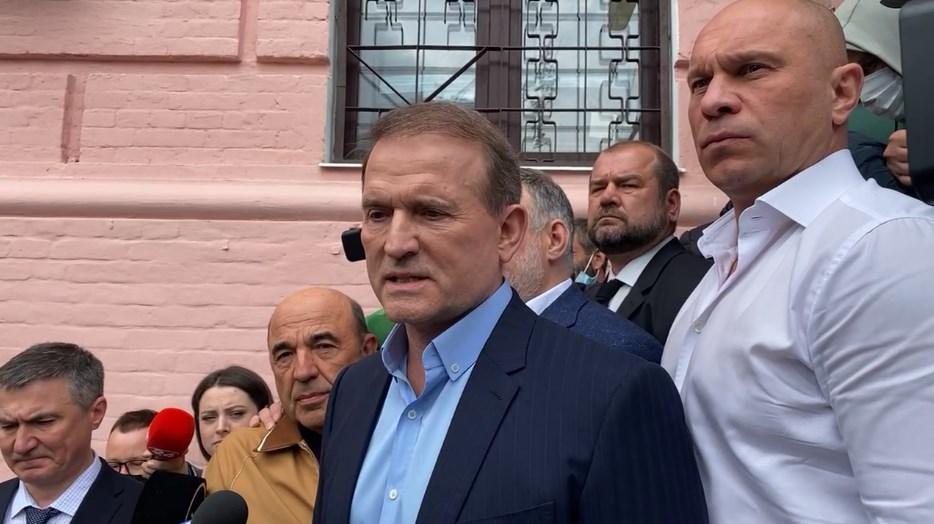 Віктору Медведчуку загрожує максимальне покарання за статтями про держзраду та порушення законів війни / УНІАН