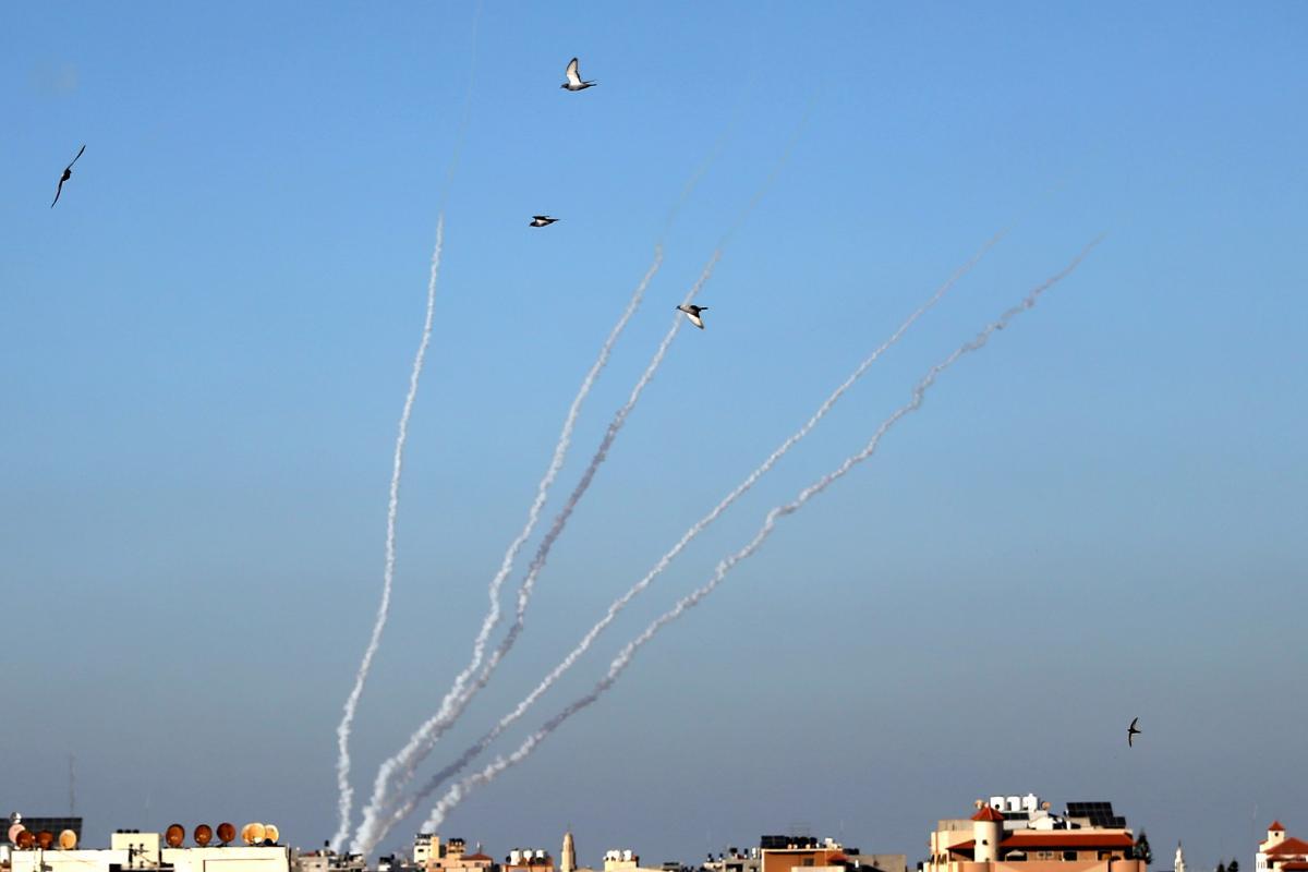 Израильские военные заявили, что ракеты упали в Средиземное море / фото REUTERS