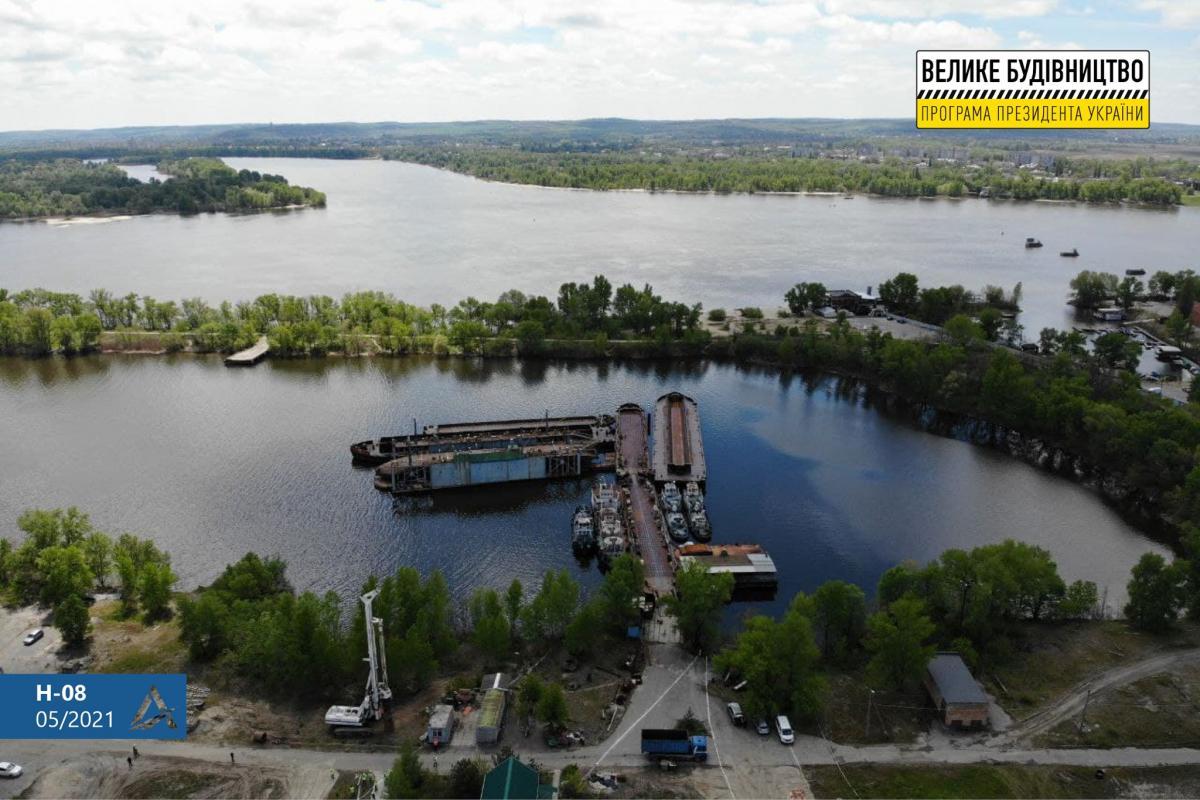 Стартувало зведення Кременчуцького мосту/ фото facebook.com/Ukravtodor.Gov.Ua/