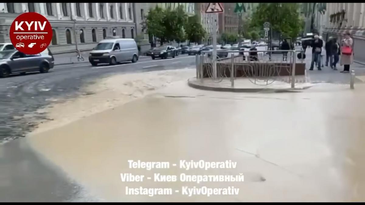 Инцидент произошел возле метро Театральная / скриншот из видео