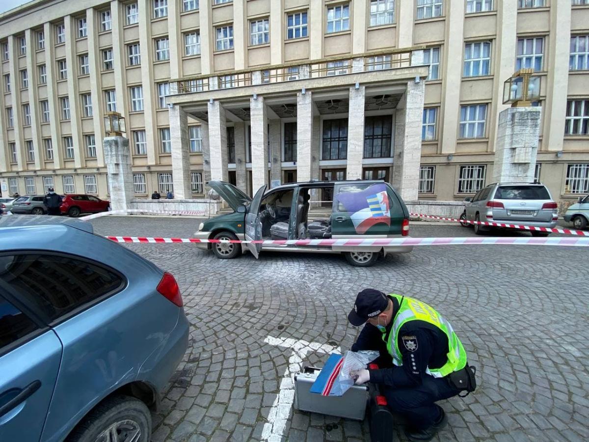 Машину підпалив скандальний місцевий активіст Іван Данацко / фото t.me/VGlagola, Віталій Глагола