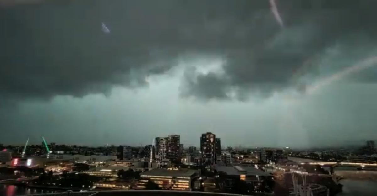 На город налетела буря / Скриншот