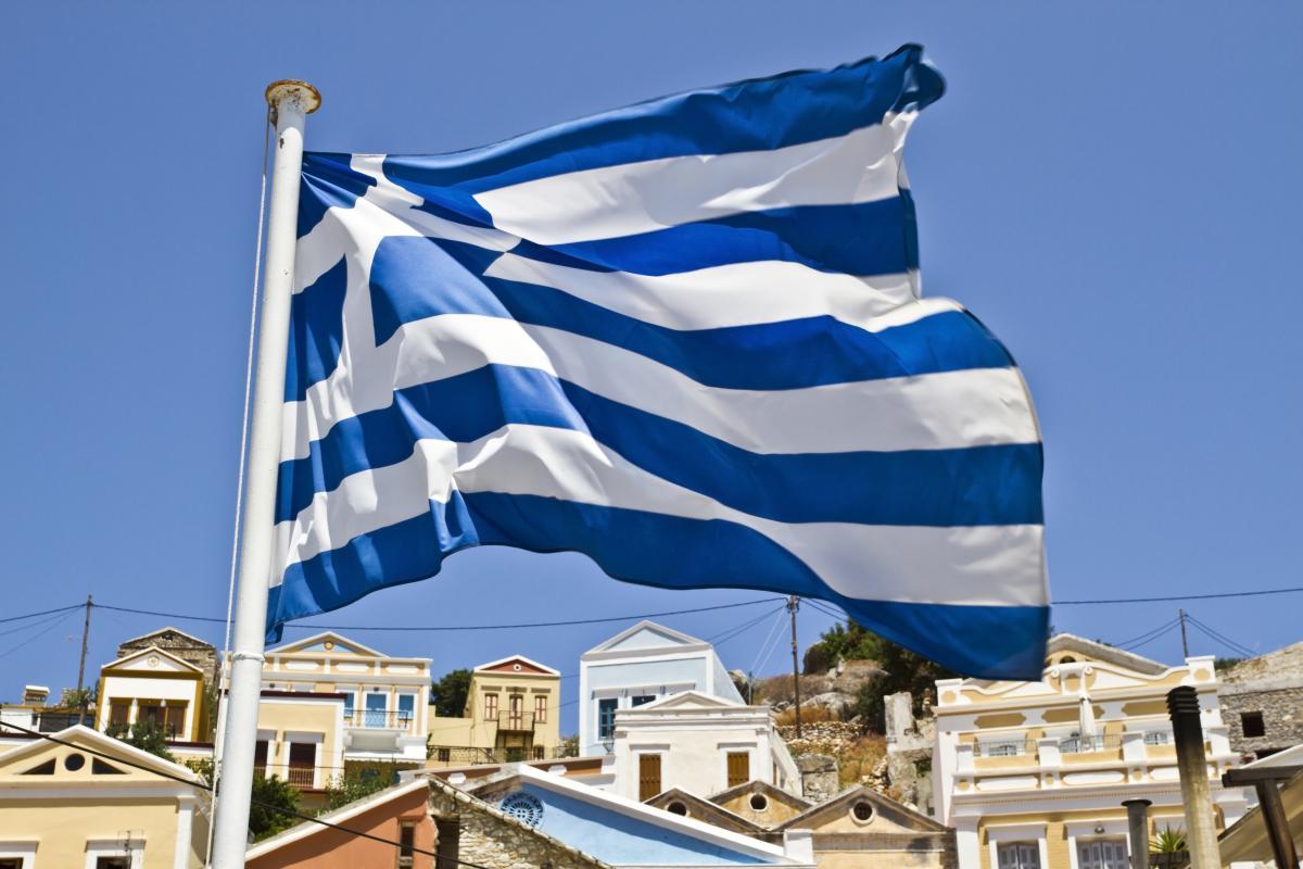 """В Греции пляж """"затопило"""" белой пеной/ ua.depositphotos.com"""