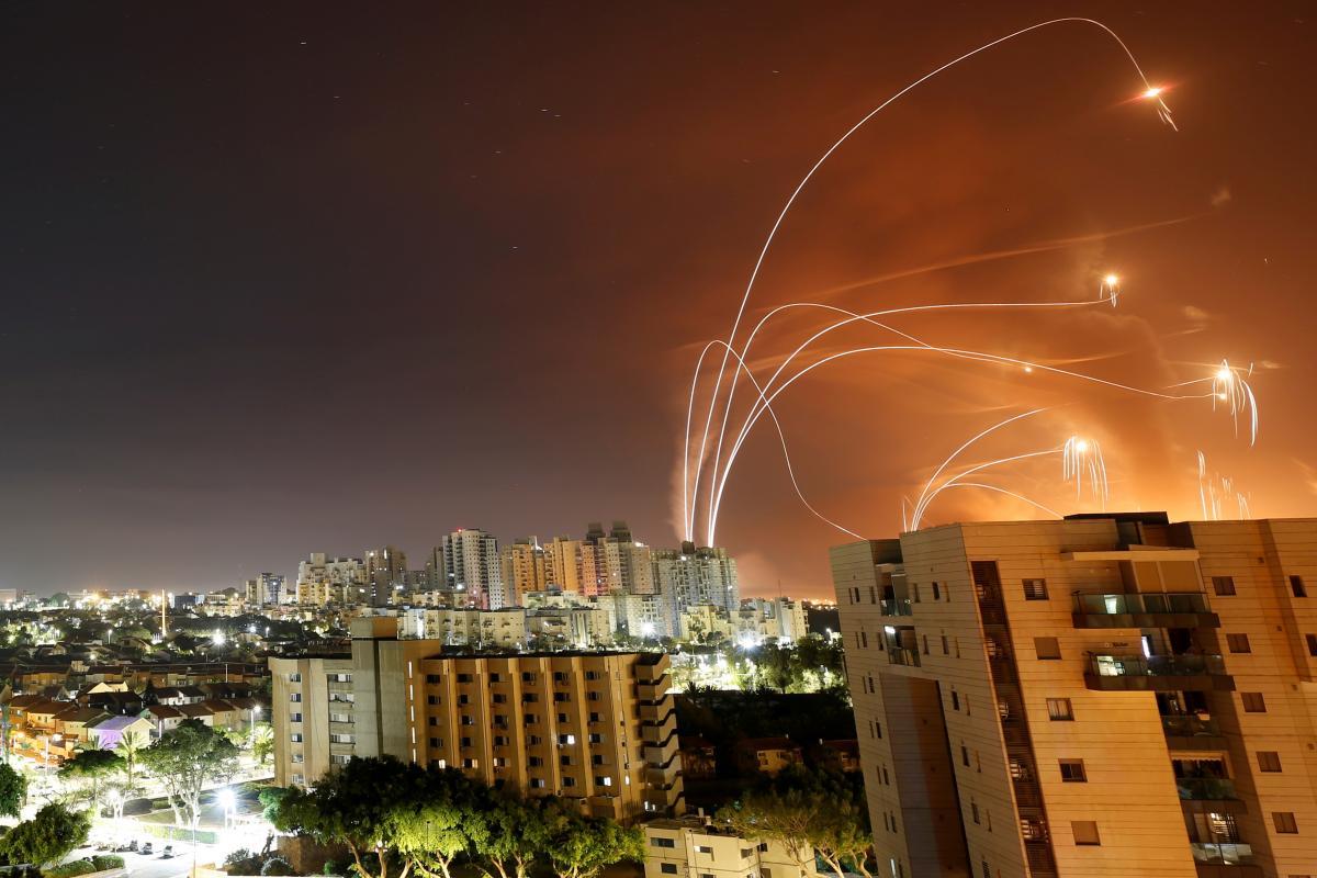 Железный купол сбивает только те ракеты, которые летят в жилые районы / фото REUTERS
