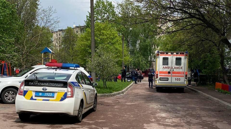 В Чернигове патрульные застрелили 44-летнего мужчину, который угрожал зарезать ножом свою сожительницу / фото cheline.com.ua