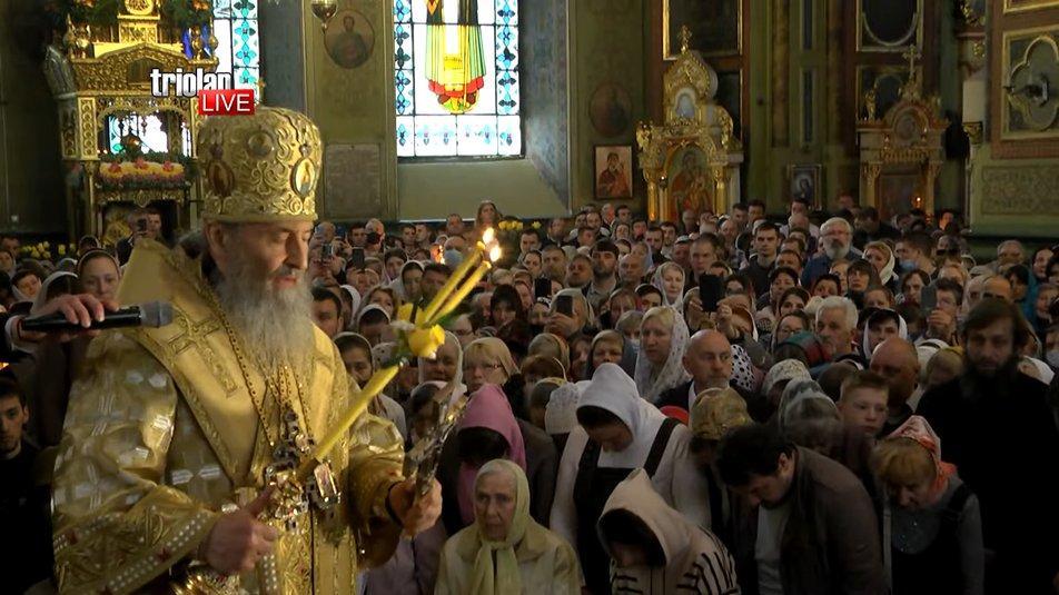 Митрополит УПЦ МП Онуфрій проводить літургію у Харкові / скрін відео  TriolanLive в YouTube
