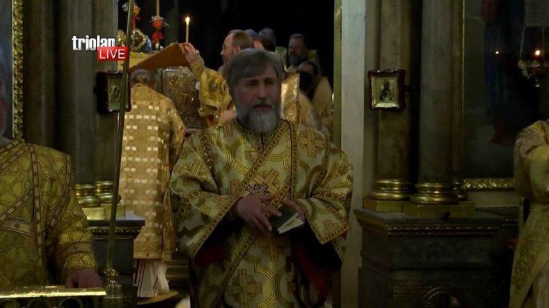 Сан диякона Новинський обійняв у квітні, фото Новинського у вбранні священнослужителя публікувалися у релігійних виданнях / скрін відео  TriolanLive в YouTube