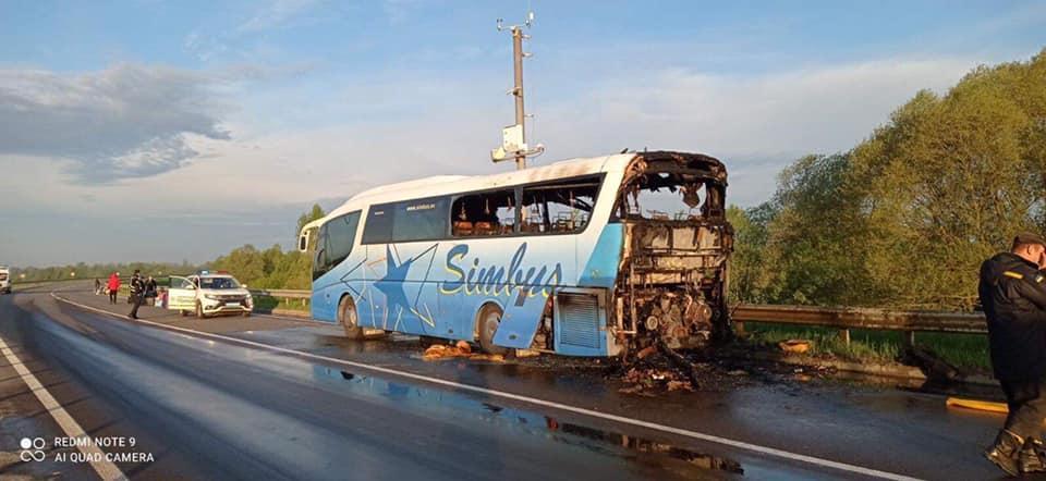 Під Львовом згорів автобус/ ДСНС