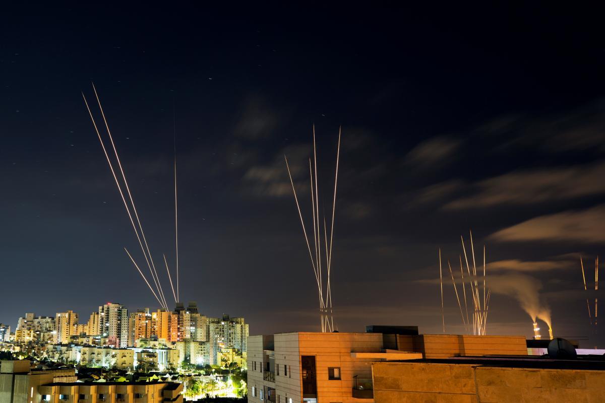 Зпочатку боїв в понеділок увечері терористи випустили близько 2500 ракет / фото REUTERS