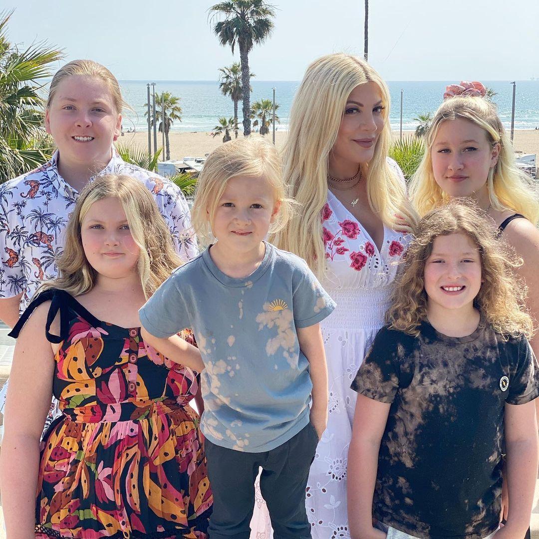 У Тори большая семья / instagram.com/torispelling