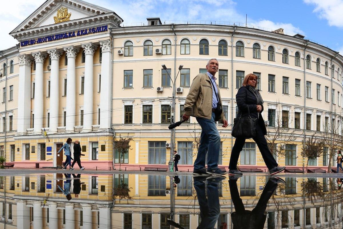 За все время пандемии в Украине заболело – 2 201 472 человек / фото УНИАН