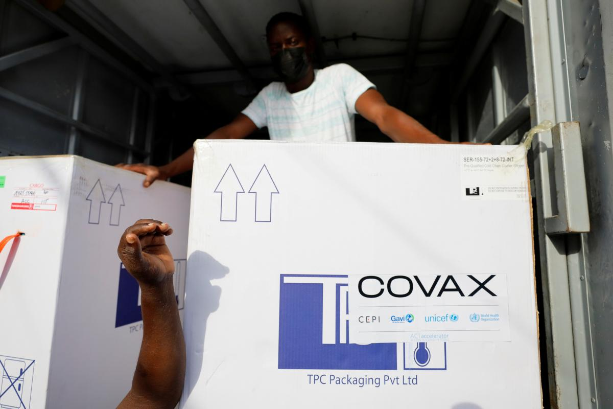 Прибытие следующей партии вакцины от коронавируса в Украину в рамках COVAX ожидается на неделе с 7 июня / фото REUTERS