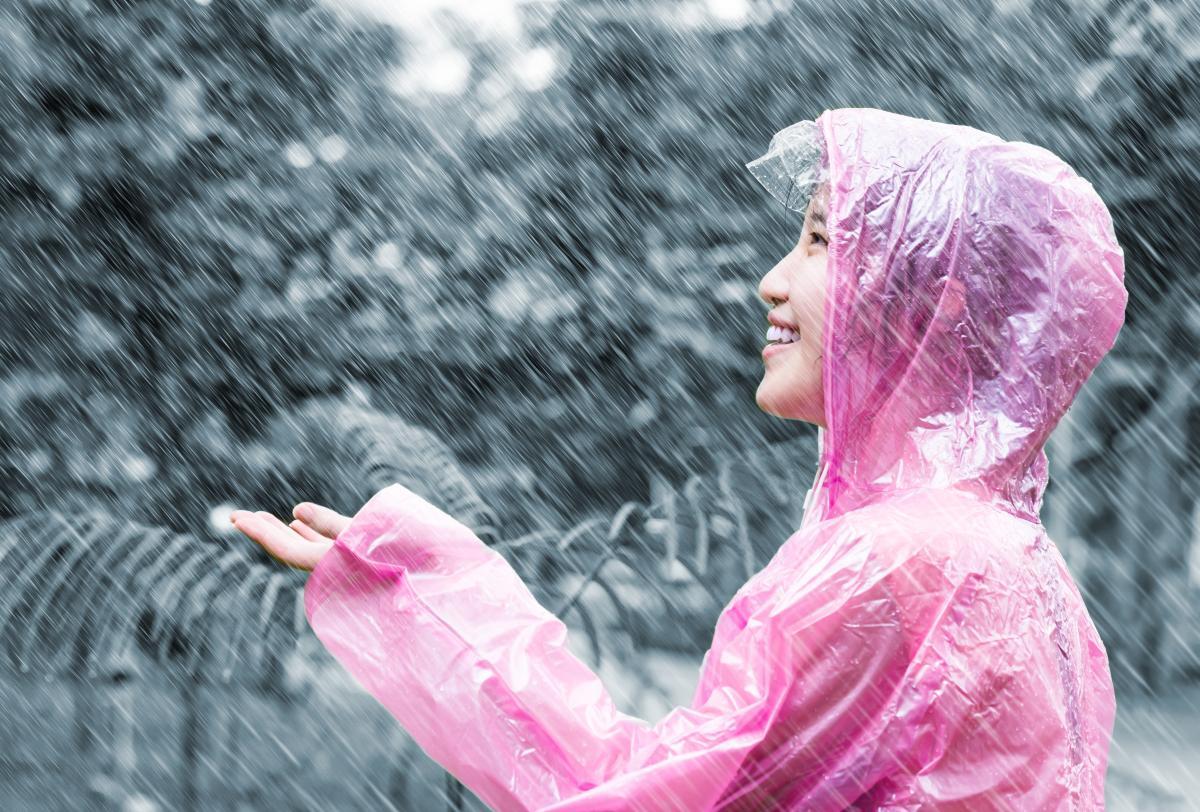 Як одягнутися в дощову погоду / depositphotos.com