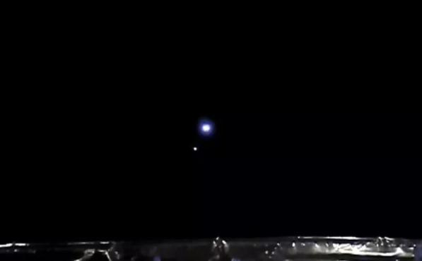 З відстані 1,5 млн кілометрів наша планета виглядає зовсім крихітною / фото CNSA / CLEP