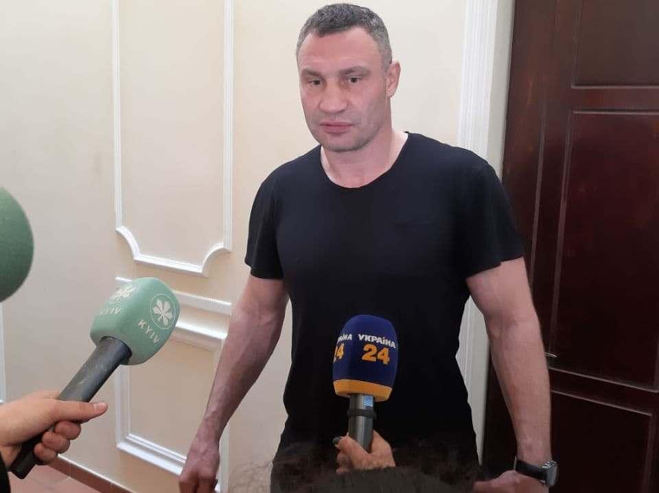 Кличко заявил, что сегодня утром в подъезд дома, где он проживает, ворвалась вооруженная группа / фото УНИАН/ Константин Гончаров