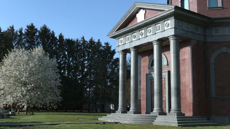 После смерти агрария мавзолей откроют для посетителей / фото Суспильне