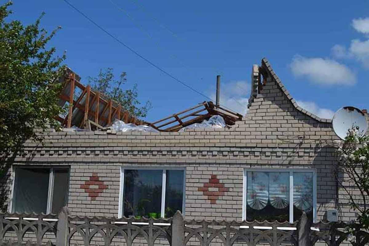 Со зданийсорвало крыши / Фото khersonci.com.ua