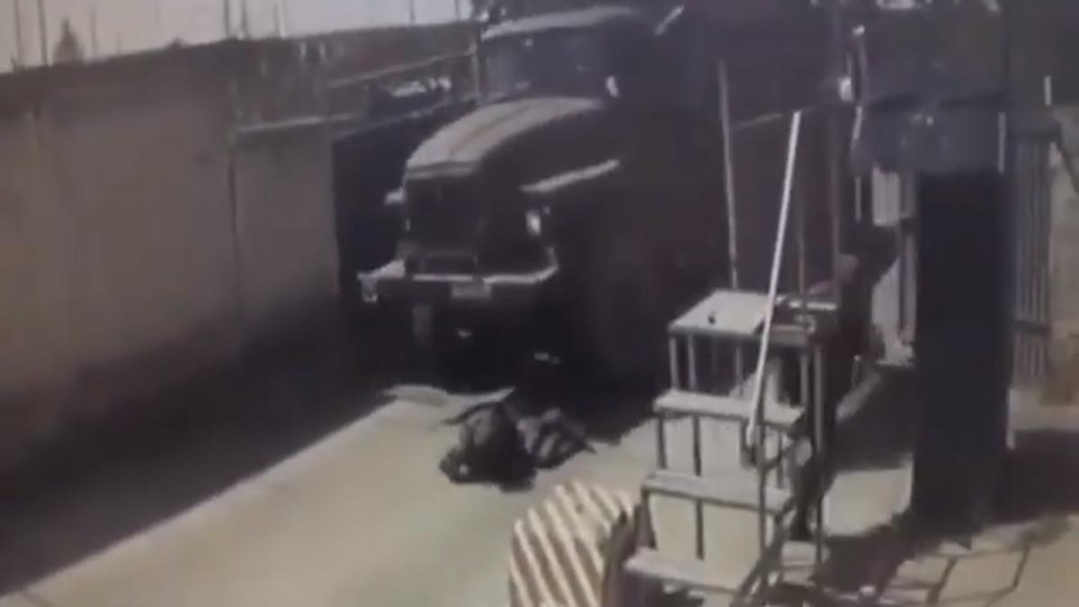 Водія допитують / скріншот з відео