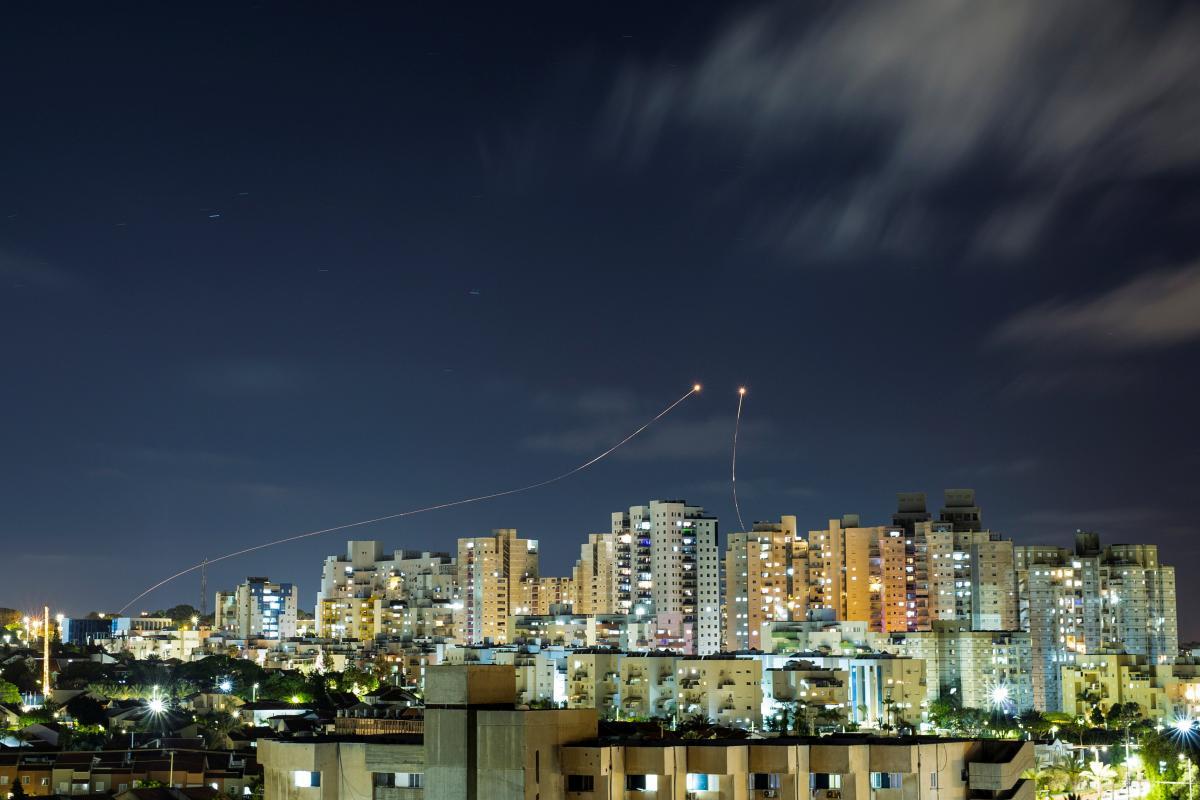 Запальні кулі викликали пожежі на сільгоспполях у південних районах Ізраїлю \ фото REUTERS