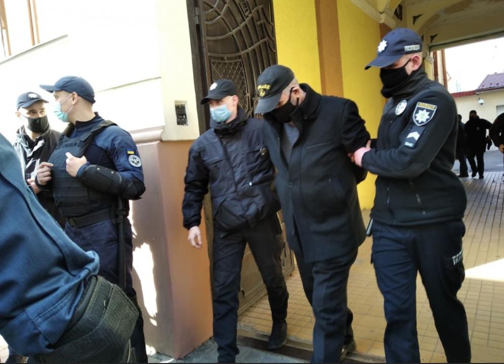 По информации полиции, мужчина развращал несовершеннолетних девочек / фото molbuk.ua