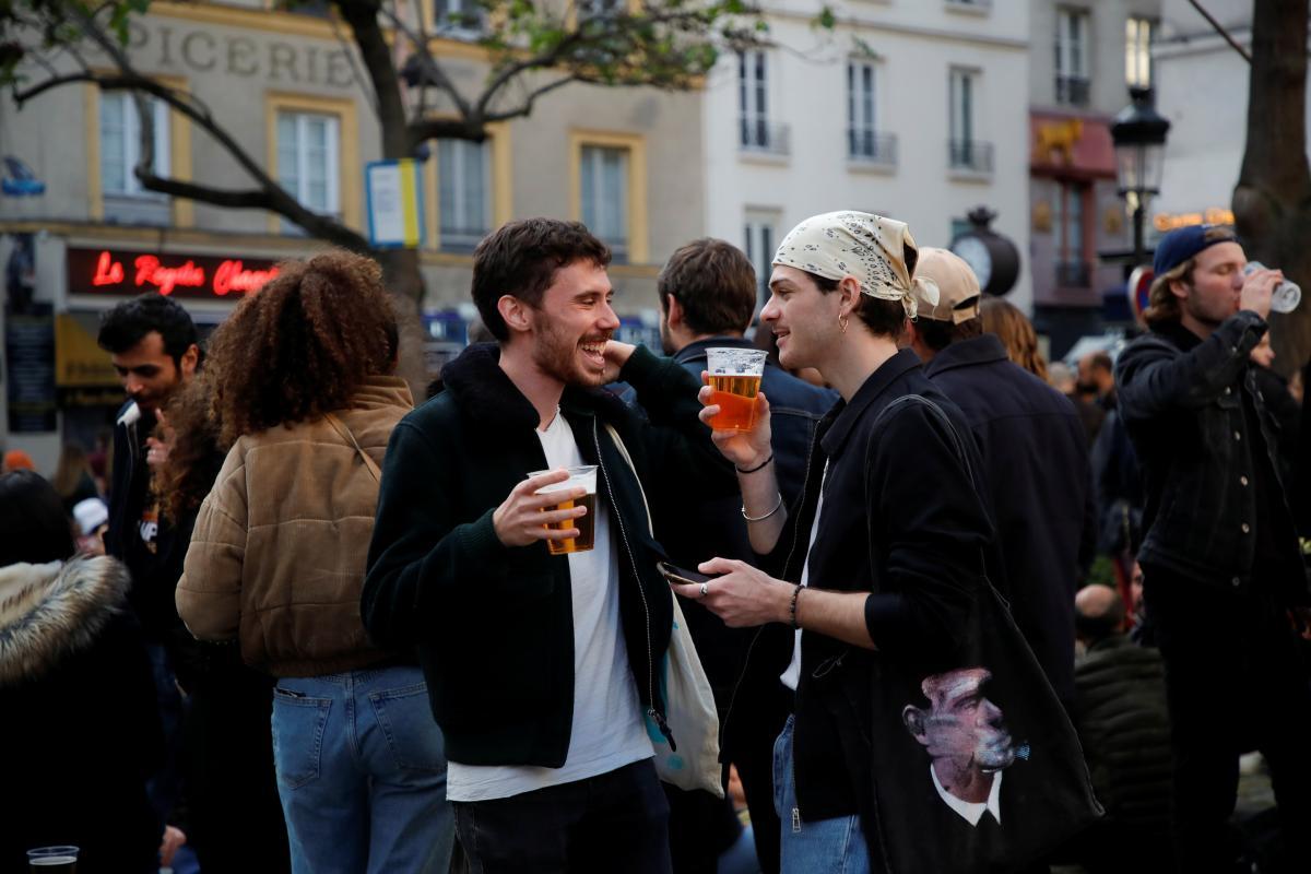 Во Франции можно будет не носить маски на улице \ фото REUTERS