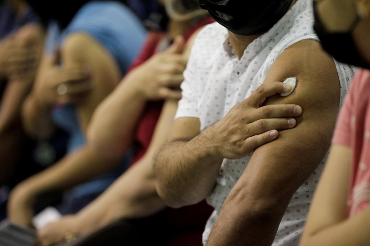 Украина - в хвосте по темпам вакцинации / REUTERS