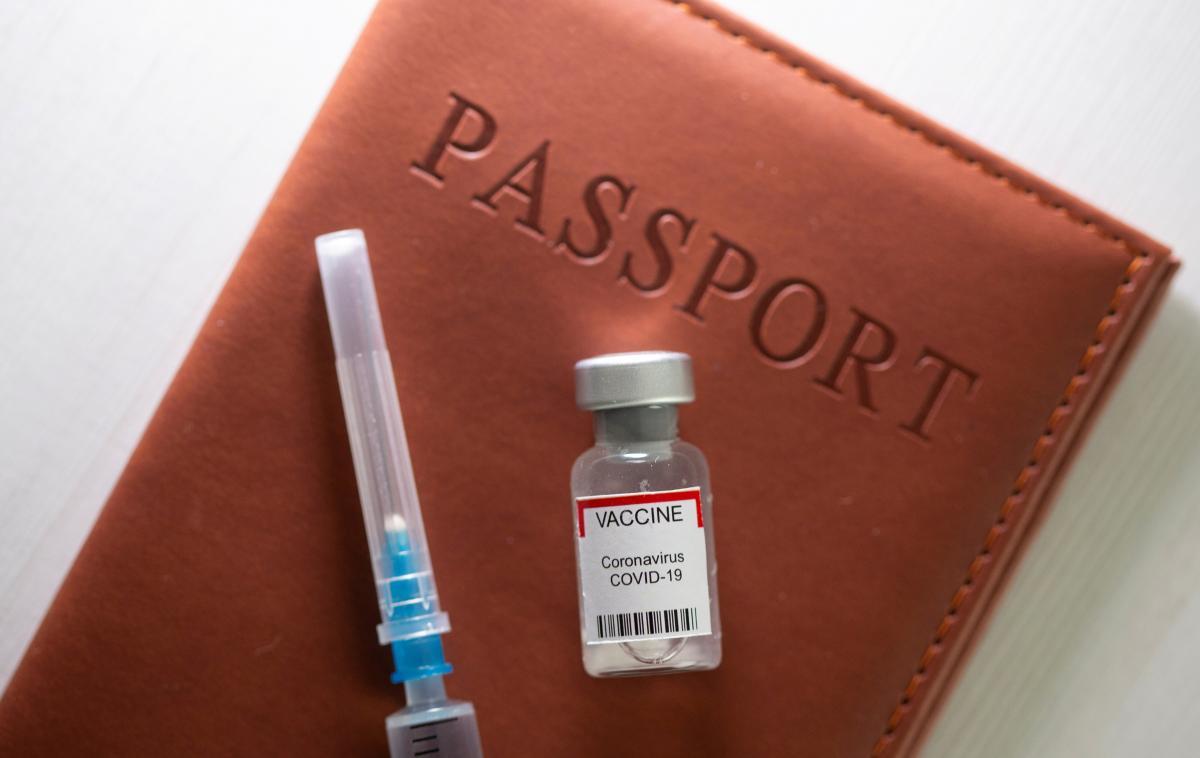 В Украине активно ведут работу над введением сертификатов вакцинации / фото REUTERS