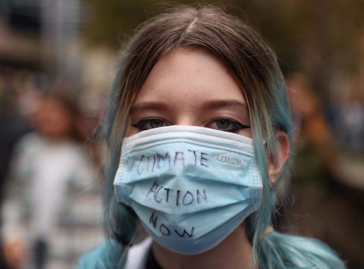 В климатических протестах приняли участие тысячи школьников по всей Австралии / REUTERS
