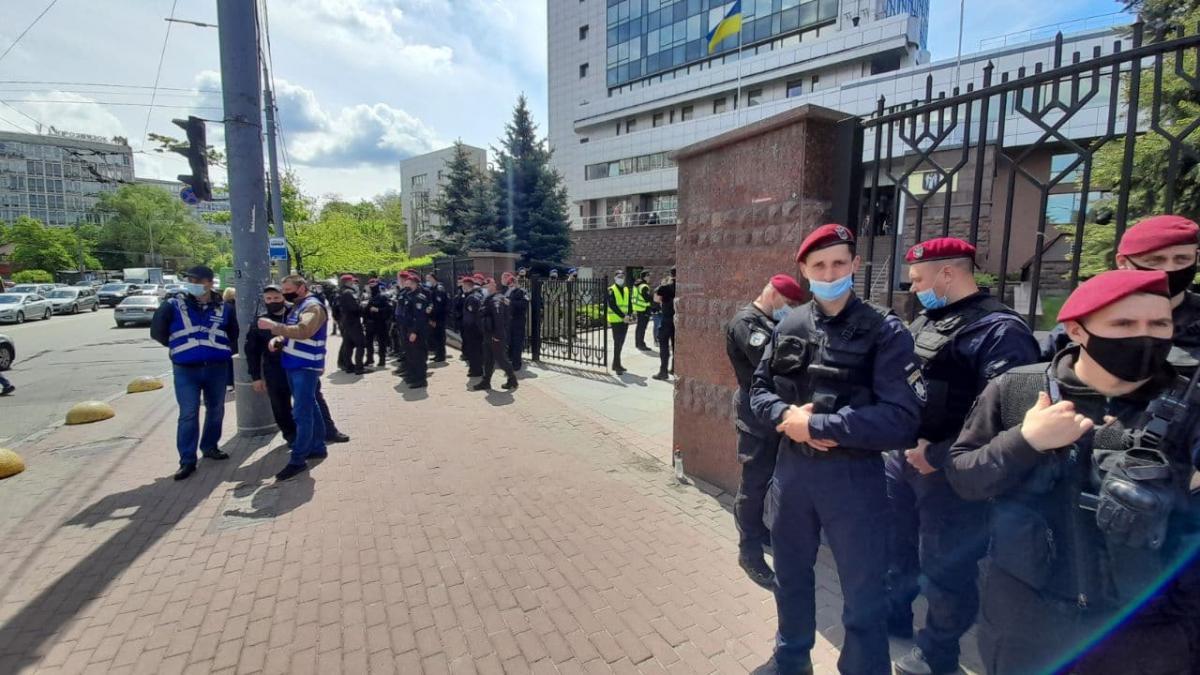 Поліція не перешкоджала встановленню апаратури / фото УНІАН / Дмитро Хилюк