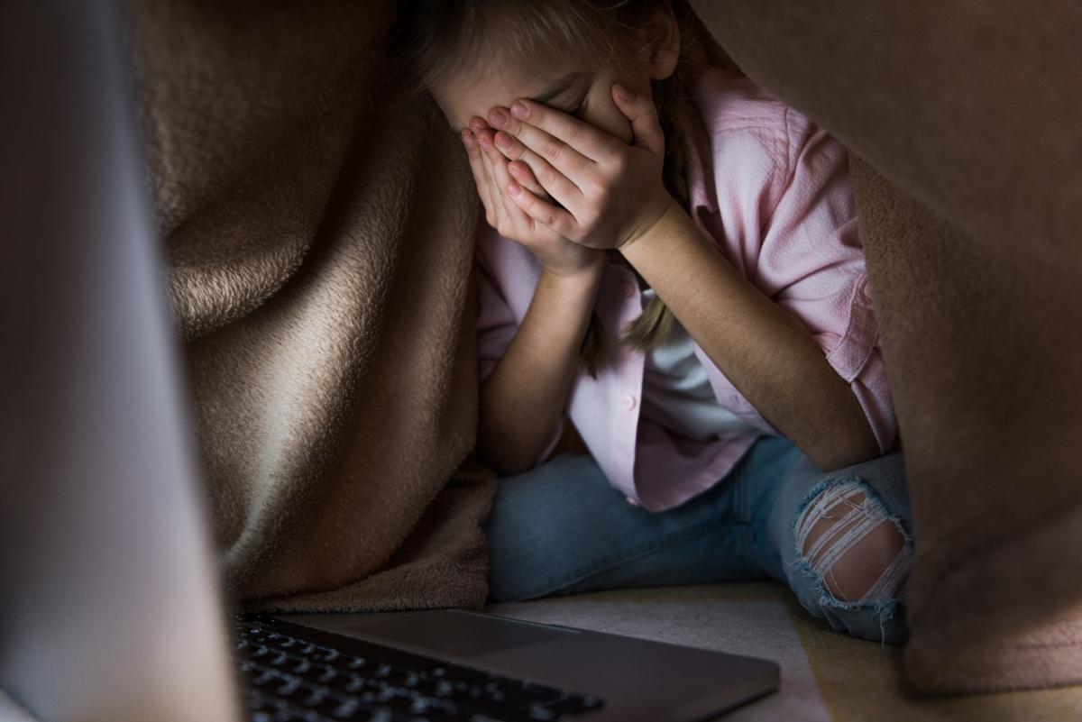 Дома у детского фотографа нашли интимные фото и видео 9-летней девочки и других детей / фото ua.depositphotos.com