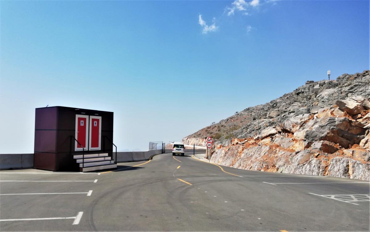 Ідеальні дороги і санвузли на вершині Джебель Джейс / фото Марина Григоренко