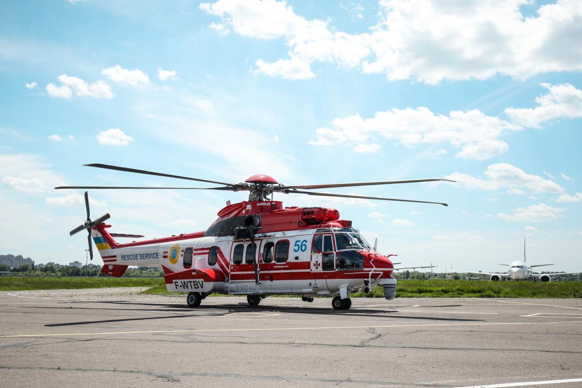 Гелікоптер додатково оснащений для проведення аварійно-рятувальних операцій \ фото dsns.gov.ua