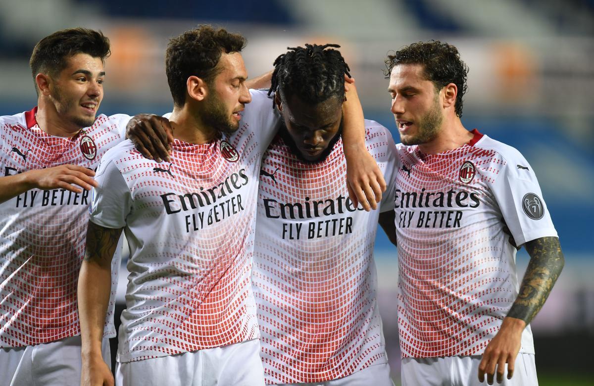 Милан победил бергамасков благодаря двум пенальти / фото REUTERS