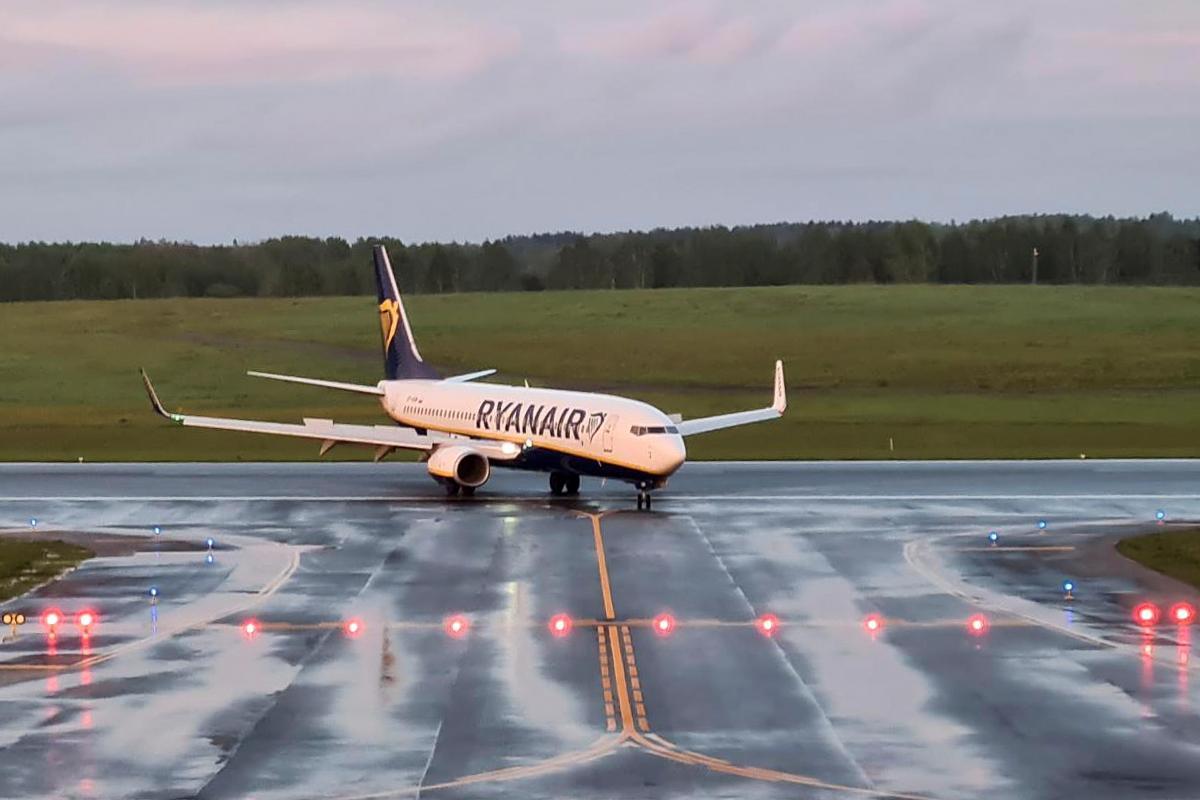 Принудительная посадка самолета в Минске/ фото REUTERS.