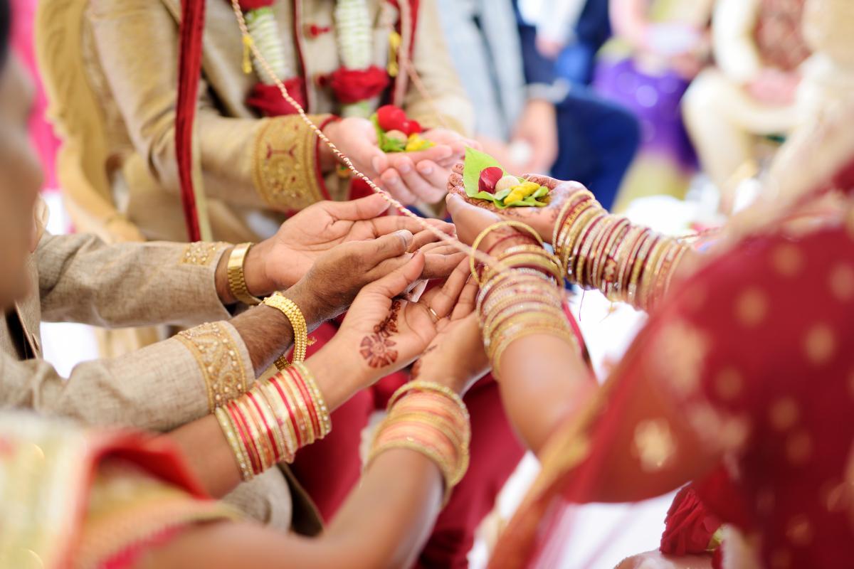 В Индии пара из-за ковидных ограничений пригласила гостей на свадьбу в воздухе / фото ua.depositphotos.com