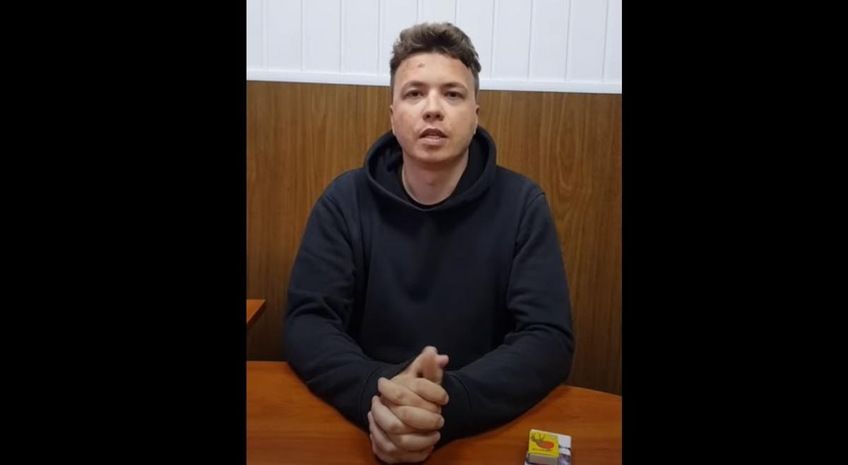 Роман Протасевич очень нервничает на видео/скриншот из видео